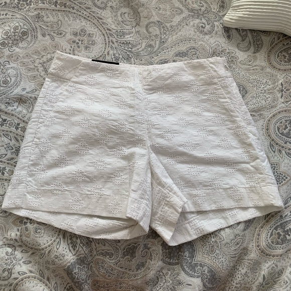 Banana Republic Pants - Brand new White Banana Republic Shorts